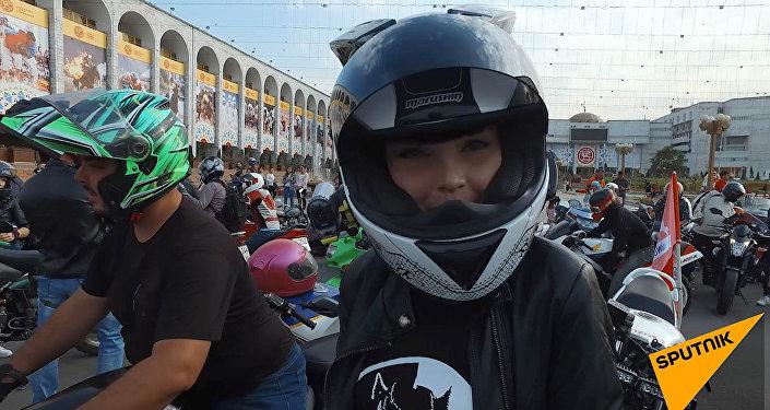 Бородатые байкеры и красотки в коже — в Бишкеке закрыли мотосезон. Видео