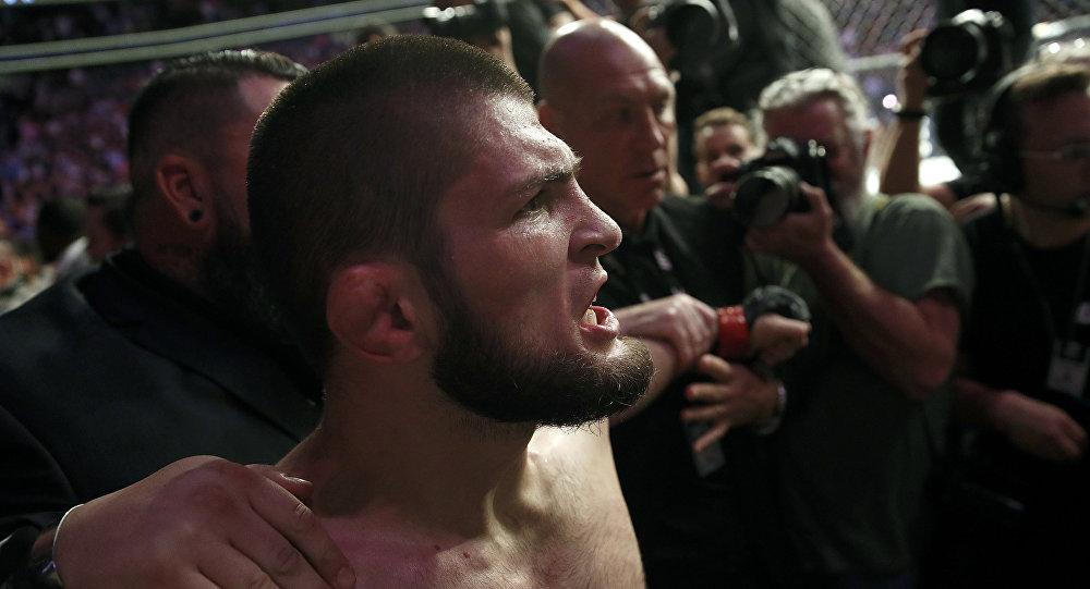 Российский боец Хабиб Нурмагомедов после боя с ирландцем Конором Макгрегором в рамках турнира UFC 229 в Лас-Вегасе. 07 октября 2018 года