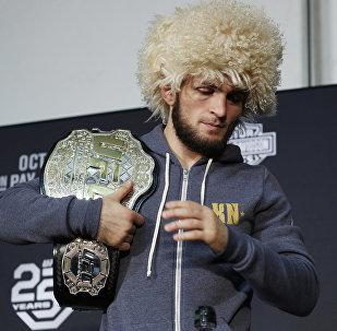 Российский боец Хабиб Нурмагомедов на пресс-конференции после боя с ирландцем Конором Макгрегором в рамках турнира UFC 229 в Лас-Вегасе. 07 октября 2018 года