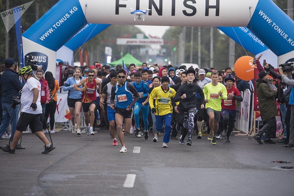 7-октябрь күнү Бишкекте биринчи ирет Мол Булак Күз Деми — 2018 эл аралык марафону өткөрүлдү