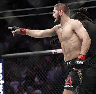 Российский боец Хабиб Нурмагомедов во время боя с ирландцем Конором Макгрегором в рамках турнира UFC 229 в Лас-Вегасе. 07 октября 2018 года