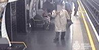 Экс-главу Евротоннеля столкнули на рельсы в метро — видео