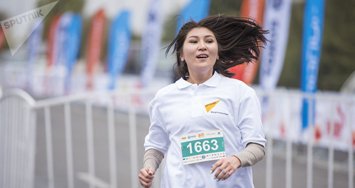 Катышуучулар быйыл биринчи жолу 42 чакырым 195 метр марафондук аралыкка чуркашты.