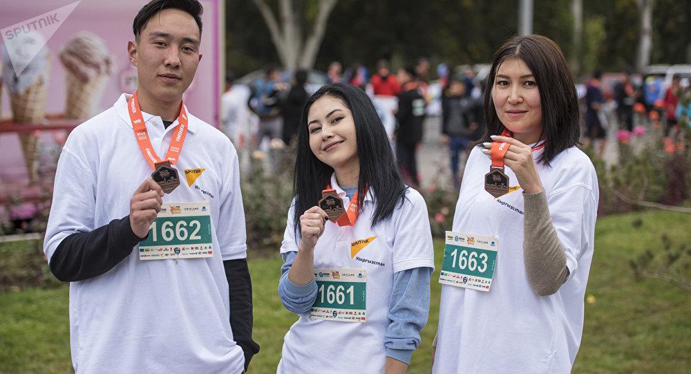 Sputnik Кыргызстан эл аралык агенттиги жана радиосунун командасы Мол Булак Күз Деми — 2018 марафонуна катышты