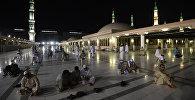 Паломники, прибывающие на хадж в Мекку, совершают намаз в Медине. Архивное фото