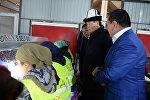 Президент Сооронбай Жээнбеков Талас облусуна болгон иш сапарынын алкагында буурчакты кайра иштетүүчү заводдун ачылышына катышты.