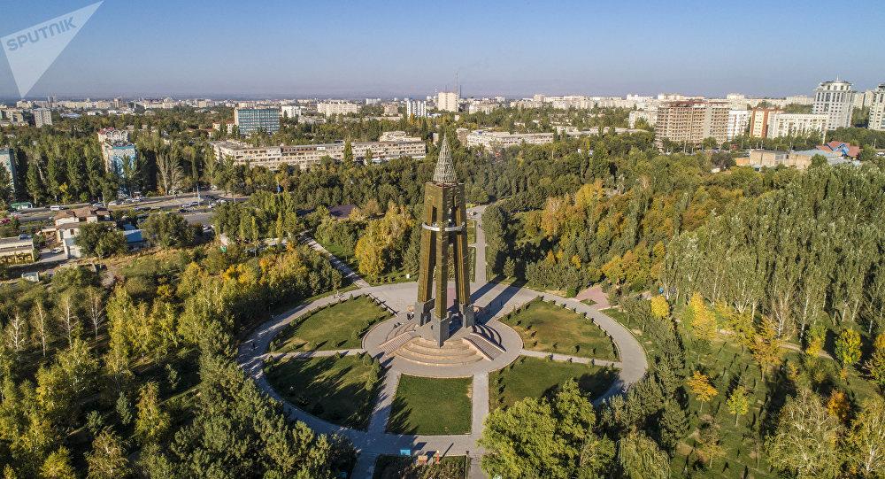 Вид на парк имени Даира Асанова в Бишкеке с высоты птичьего полета.