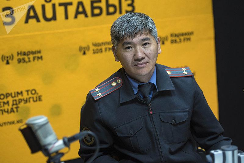 Заместитель начальника следственной службы ГУВД Бишкека Чолпонбай Сатыбалдиев во время беседы на радио Sputnik