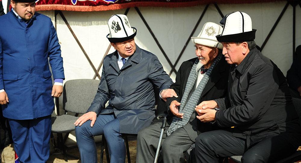 Белгилүү журналист, Маданият, маалымат жана туризм министри кызматын аркалаган Султан Жумагуловдун сөөгү жерге берилди