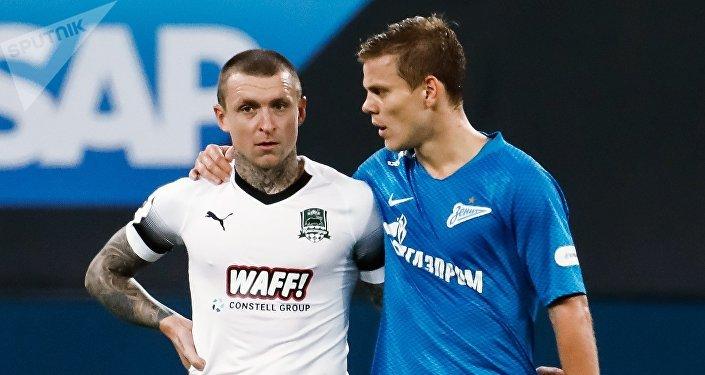 Игрок ФК Зенит Александр Кокорин (справа) и игрок ФК Краснодар Павел Мамаев. Архивное фото
