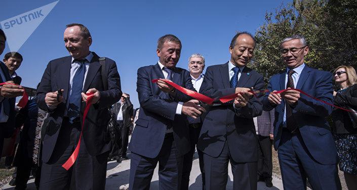 Торжественная церемония открытия логистического центра в Кемине