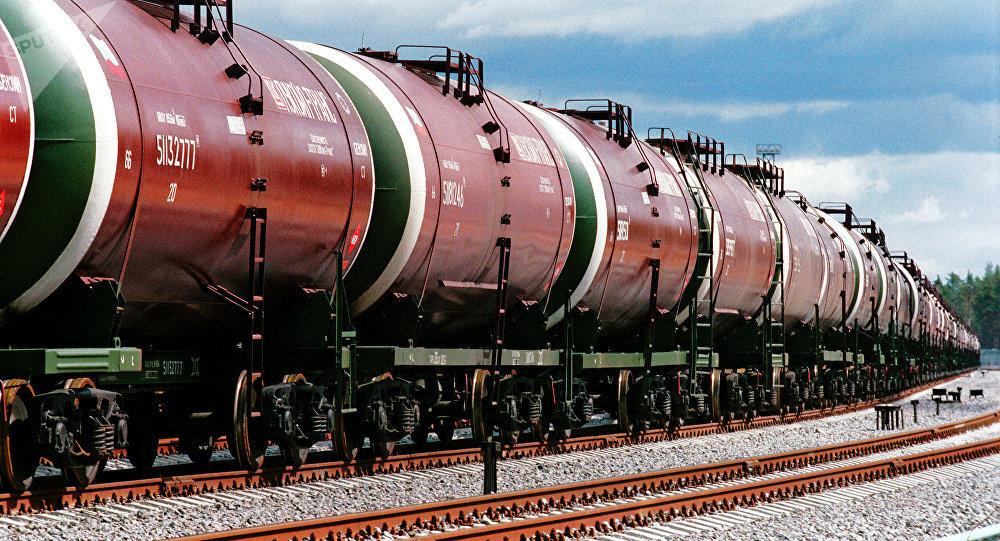 Цистерны с нефтью. Архивное фото