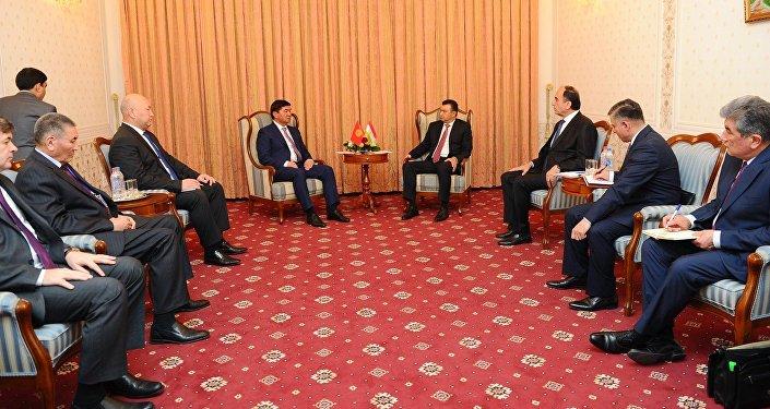 Встреча премьер-министров прошла в Душанбе. Абылгазиев прилетел в столицу Таджикистана для участия в заседании премьер-министров стран ШОС, которое пройдет 12 октября.