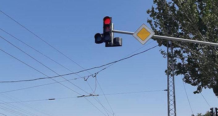 В Бишкеке ведутся работы по модернизации действующих светофоров и установке новых