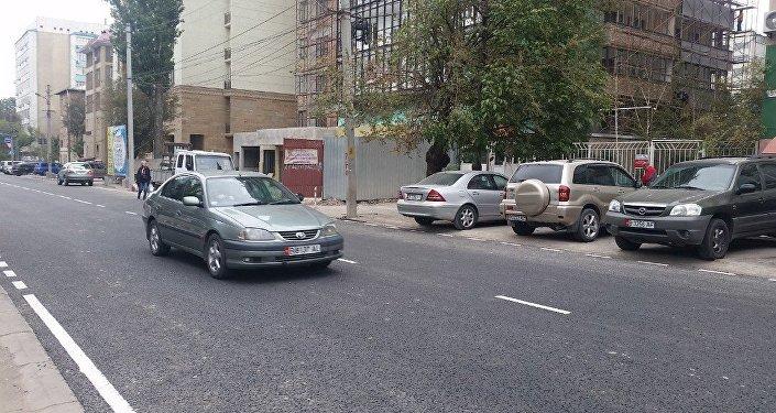 Дорожные работы на улице Уметалиева изначально были запланированы на следующий год, но из-за многочисленных обращений горожан ее отремонтировали раньше.