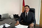 Новоизбранный мэр Каракола Адыл Каниметов в рабочем кабинете