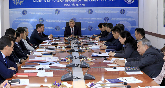 Министр иностранных дел Эрлан Абдылдаева на последнем аппаратном совещании