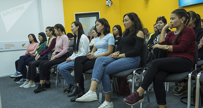Информационное агентство и радио Sputnik Кыргызстан организовало мастер-класс для студентов факультета журналистики Бишкекского гуманитарного университета