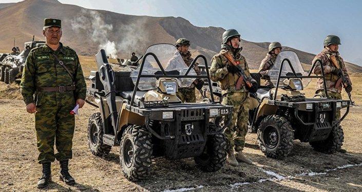 В учении принимали участие подразделения Сухопутных войск и Национальной гвардии Генерального штаба ВС КР, а также территориальные органы МВД, МЧС и Минздрава