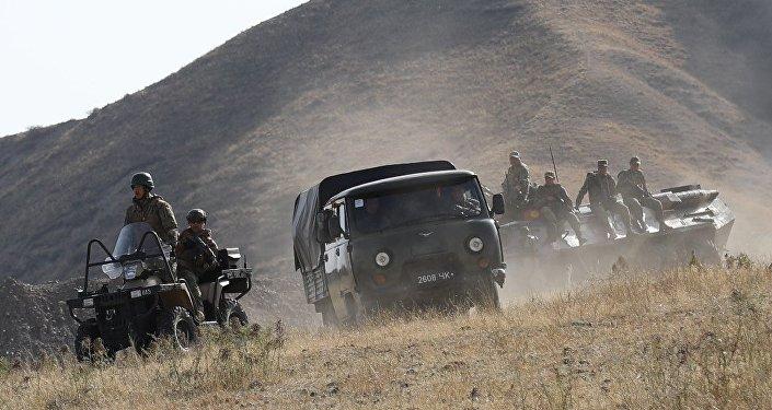 Согласно сценарию, в одном из учебно-тренировочных центров экстремистской организации Джамаат завершила подготовку группа боевиков, планирующая теракты. Численность бандгруппы составила 10-15 человек