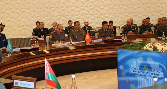 Начальник Генерального штаба Вооруженных сил КР генерал-майор Райимберди Дуйшенбиев участвует в заседании Совета министров обороны стран СНГ в Ташкенте