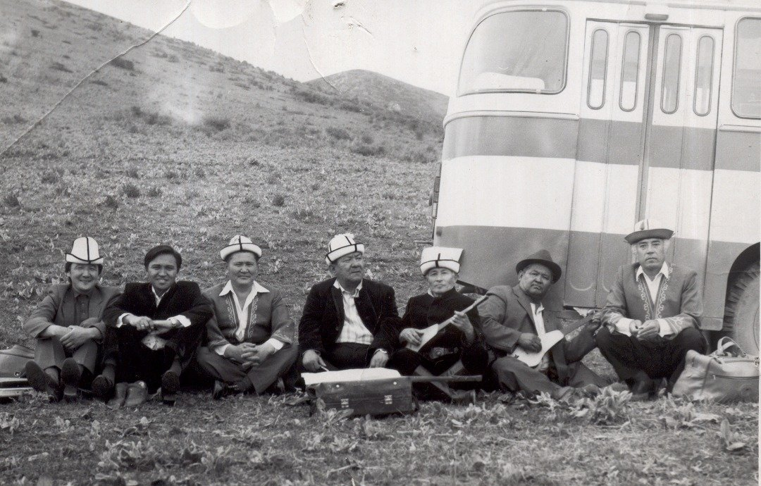 Архивные фотографии народного артиста Кыргызской Республики, акына и дастанчи Ашыраалы Айталиева
