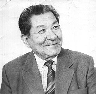 Кыргыз Республикасынын эл артисти, акын, ырчы, дастанчы Ашыраалы Айталиев