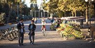 Бишкектин көчөлөрүнүн бири. Архивдик сүрөт