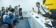 Шеф редактор информационного агентства и радио Sputnik Кыргызстан Эркин Алымбеков во время мастер-класса для студентов факультета журналистики Бишкекского гуманитарного университета