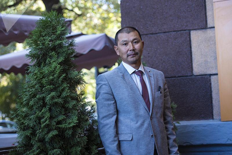 Член торгово-промышленной палаты в Таласе Рамис Рыскулов во время беседы