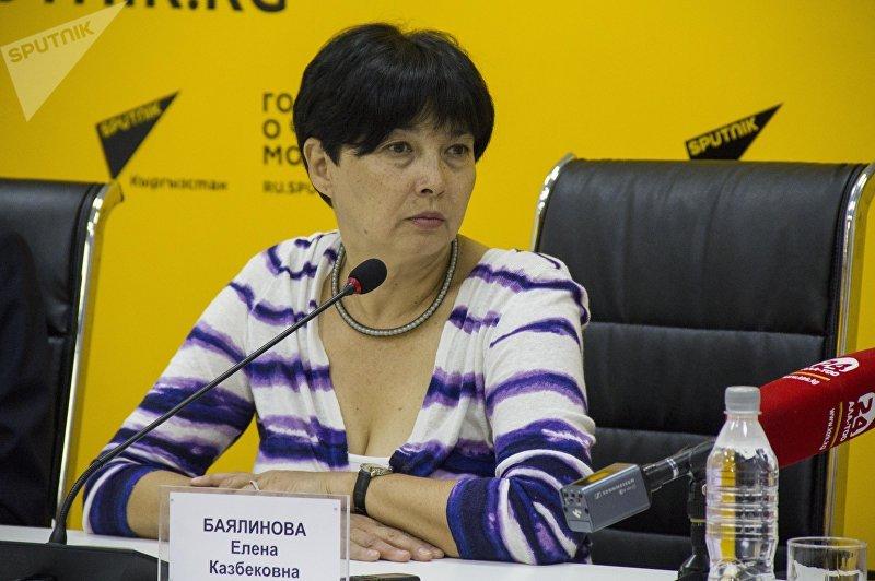 Консультант пресс-центра Министерства здравоохранения КР Елена Баялинова во время пресс-конференции Скорая нуждается в помощи — о проблемах экстренной службы