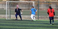 Депутаты Жогорку Кенеша сыграли в футбол с министрами Кыргызстана в Бишкеке