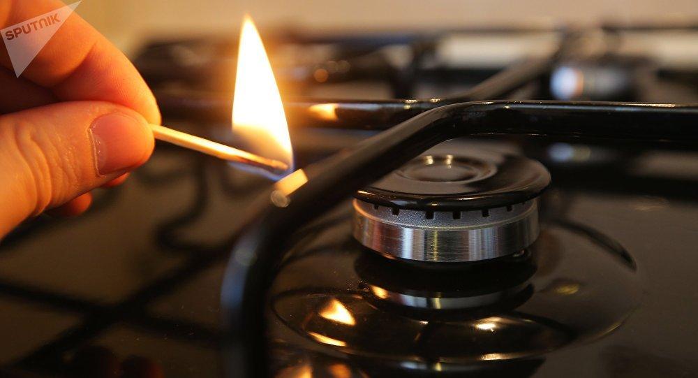 Зажжение газовой конфорки. Архивное фото
