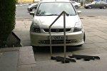 Девушка на коляске поцарапала машину — соцэксперимент в Бишкеке