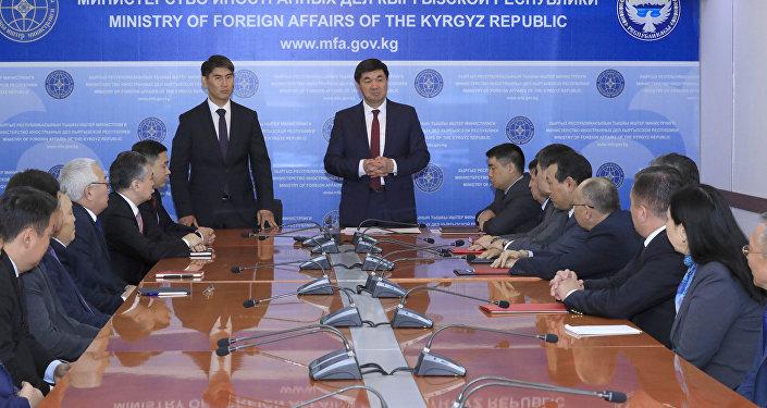 Өкмөттүн маалыматы боюнча 17-октябрь күнү премьер-министр Мухаммедкалый Абылгазиев жаңы жетекчини ТИМ жамаатына тааныштырган