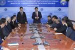 Премьер-министр Мухаммедкалый Абылгазиев представил нового министра иностранных дел Чингиза Айдарбекова коллективу МИД