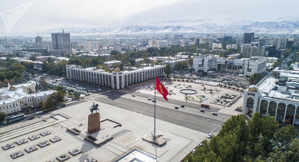 Вид на площадь Ала-Тоо в центре Бишкека с высоты. Архивное фото