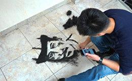 Чачтан портрет тарткан Умар. Сүрөтчү болбой калган чач тарачтын өнөрү видеодо