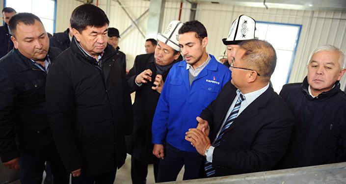 По его словам, завод станет единственным в стране по производству аммонита, который будет использоваться в горнодобывающей промышленности, строительстве дорог и высоковольтных линий
