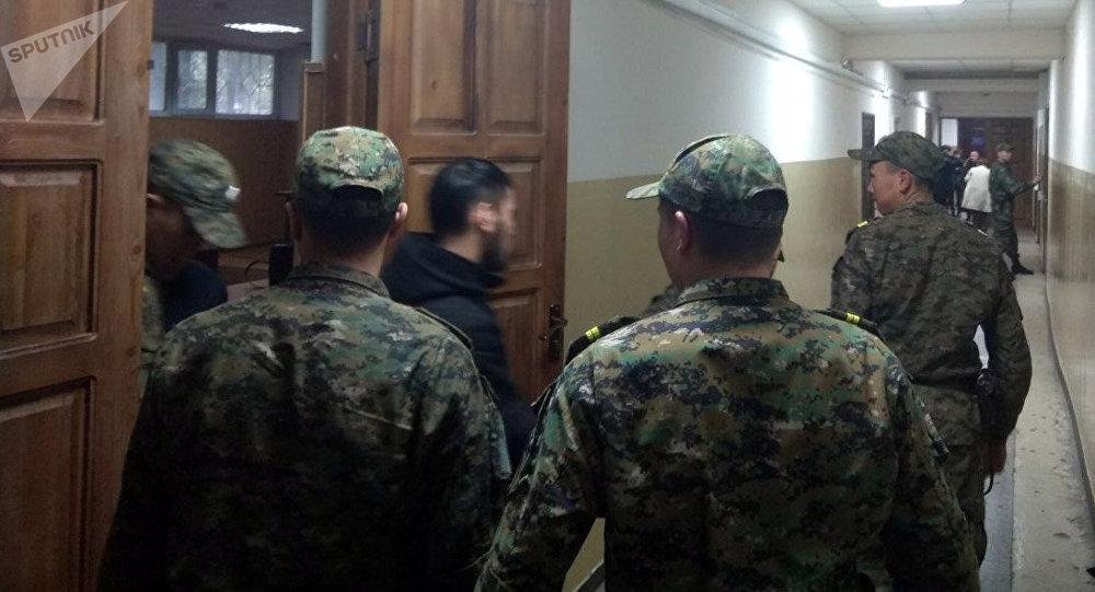 На скамье подсудимых — обвиняемый в убийстве девушки Марс Бодошев и Ахмат Сейитов, проходящий по уголовному делу как соучастник похищения.
