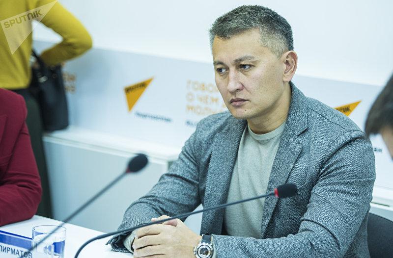 Депутат Жогорку Кенеша Исхак Пирматов на круглом столе в пресс-центре Sputnik Кыргызстан