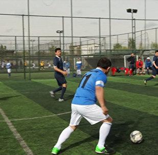 Технично! Как депутаты и министры Кыргызстана играли в футбол — видео