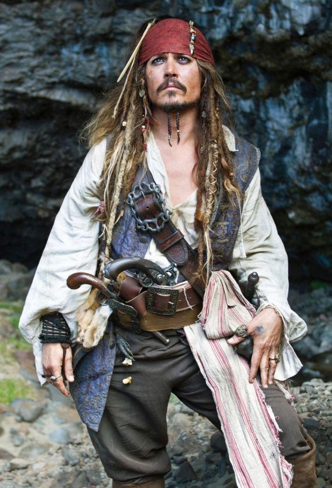 Джонни Депп в роли Джека Воробья в Пиратах Карибского моря: на странных берегах