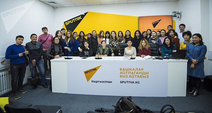 SputnikPro — это серия презентаций и мастер-классов лучших медиаменеджеров и ведущих специалистов с большим опытом работы, которые готовы поделиться своими знаниями с журналистами, пресс-секретарями и студентами старших курсов вузов, обучающимися по специальности.