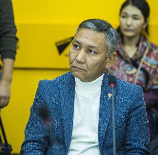 Представитель авиакомпании Эйр Манас Данияр Арынов на круглом столе в пресс-центре Sputnik Кыргызстан