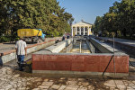 Бишкектеги Улуттук университетинин каршысындагы фонтан. Архивдик сүрөт