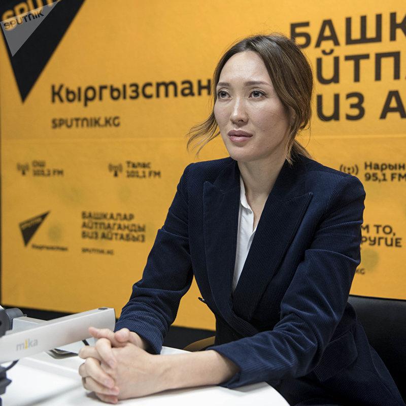 Врач-косметолог Асель Баяндарова во время интервью на радио Sputnik Кыргызстан