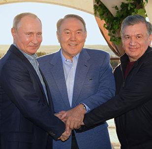 Президенты Казахстана Нурсултан Назарбаев, России Владимир Путин и Узбекистана Шавкат Мирзиёев провели неформальную встречу в Туркестанской области РК и обсудили вопросы дальнейшего сотрудничества между странами.