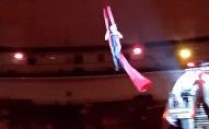 Оңбогондой кулады! Циркте номер аткарып жатып бийиктиктен кулаган кыздын видеосу