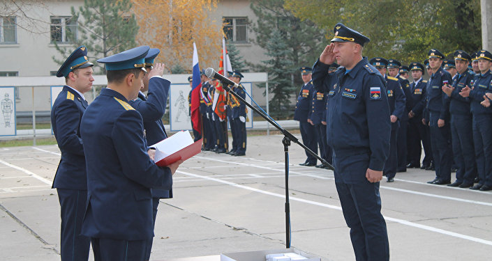 Отличившихся военных и гражданский персонал войсковой части поощрили грамотами и знаками отличия Министерства обороны РФ, а также вручили им ценные подарки